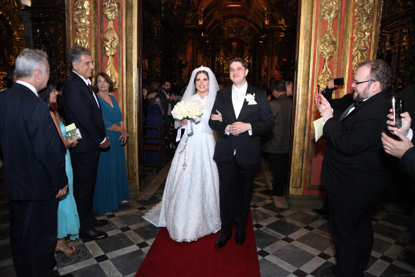 Evelyn Montesano e Rodrigo Hartz casam no Mosteiro de São Bento com recepção no Copacabana Palace
