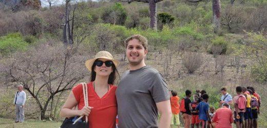 A atriz Evelyn Montesano  e Rodrigo Hartz escolheram as belezas da África para passar a Lua de Mel