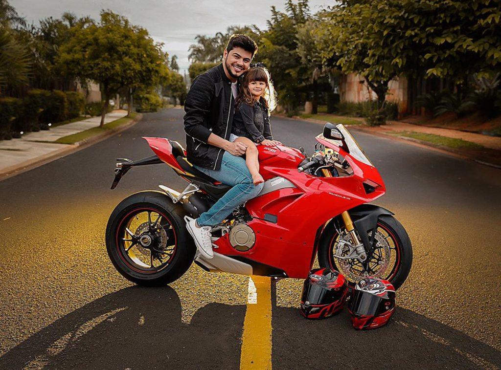 Cristiano, dupla com Zé Neto, faz ensaio fotográfico