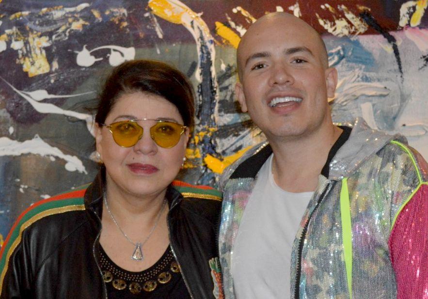 Cantora Roberta Miranda declara quer ser mãe durante entrevista à Júnior Pacheco