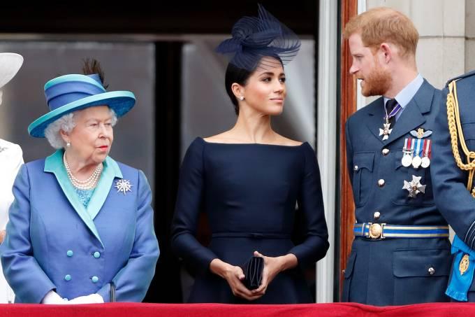 A Rainha Elizabeth II se pronuncia após reunião em família sobre Harry e Meghan