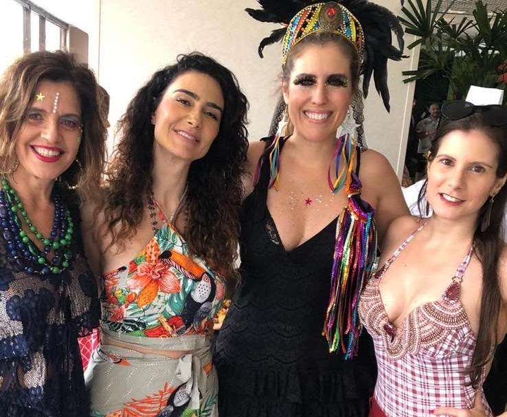 Evelyn Montesano se diverte no Carnaval Rio