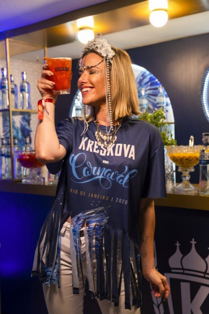 Day Mesquita e Natallia Rodrigues curtem desfiles do grupo especial do Rio no bar da vodka Kreskova. Atrizes que foram eleitas embaixadoras da vodka romena neste carnaval, acompanharam animadas o segundo dia de desfiles