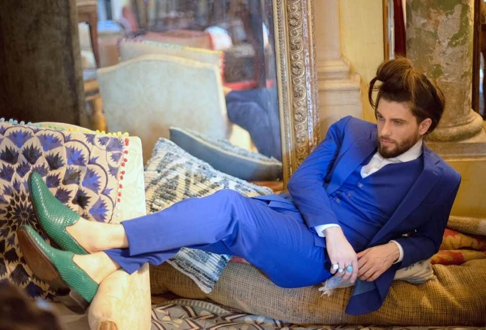 Saulo Meneghetti posa para editorial de moda