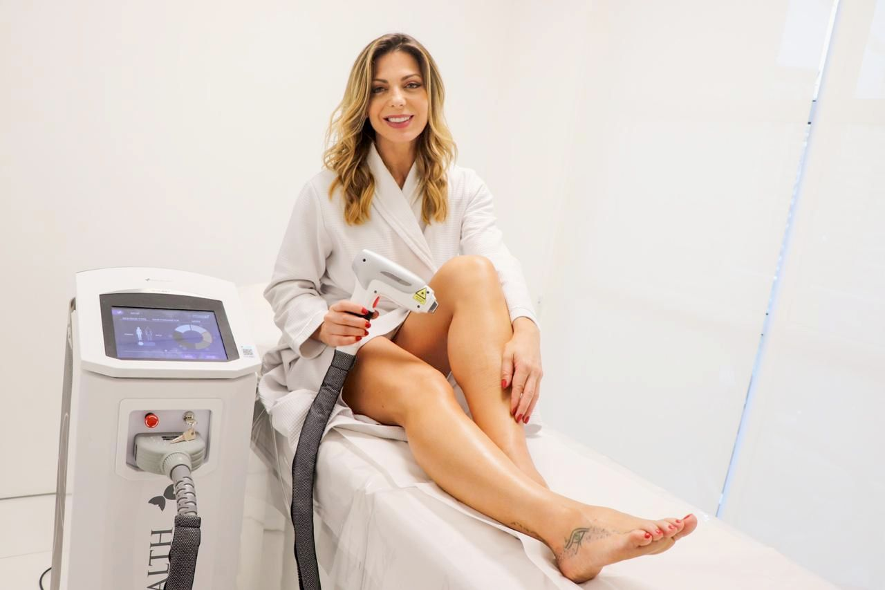 Sheila Mello adere depilação a laser