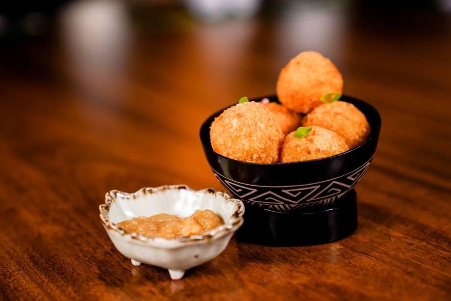 Conheça o restaurante Amazônico. Bolas de Yuca recheadas com queijo Marajó Renato Ribeiro