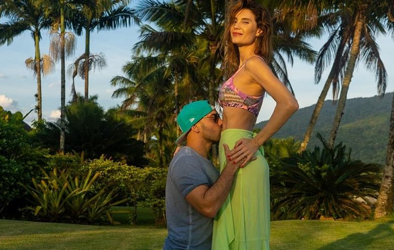 Júlia Pereira anuncia gravidez