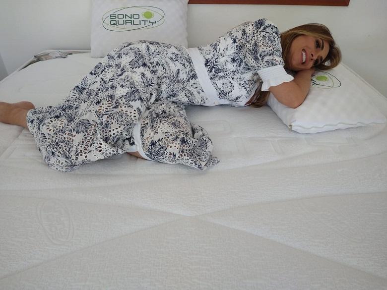 Nicole Bahls abre sua casa no Rio