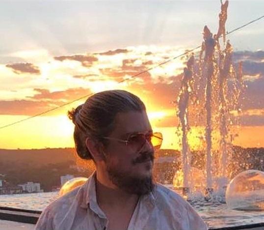 Cassiano Araújo lança vídeo em celebração aos 20 anos da Galeria e Produtora Cultural