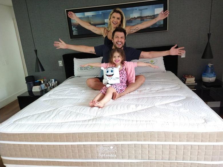 Wellington Muniz posta vídeo cheio de amor com Mirella e Valentina