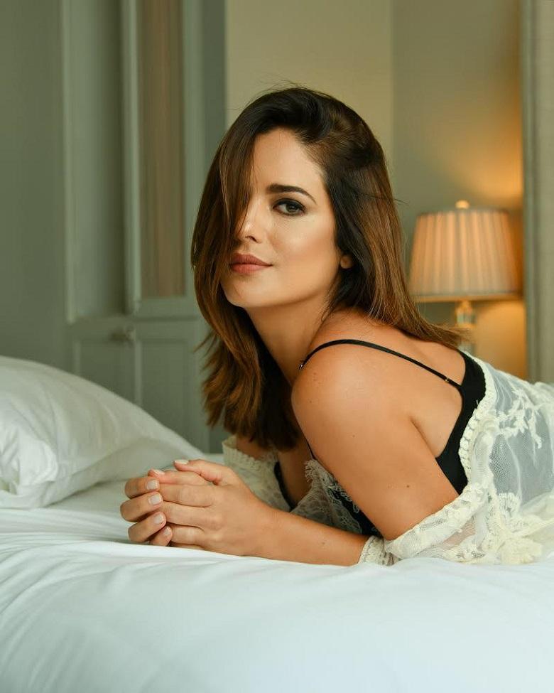 Sabrina Seara concede entrevista sobre fim trama no Brasil
