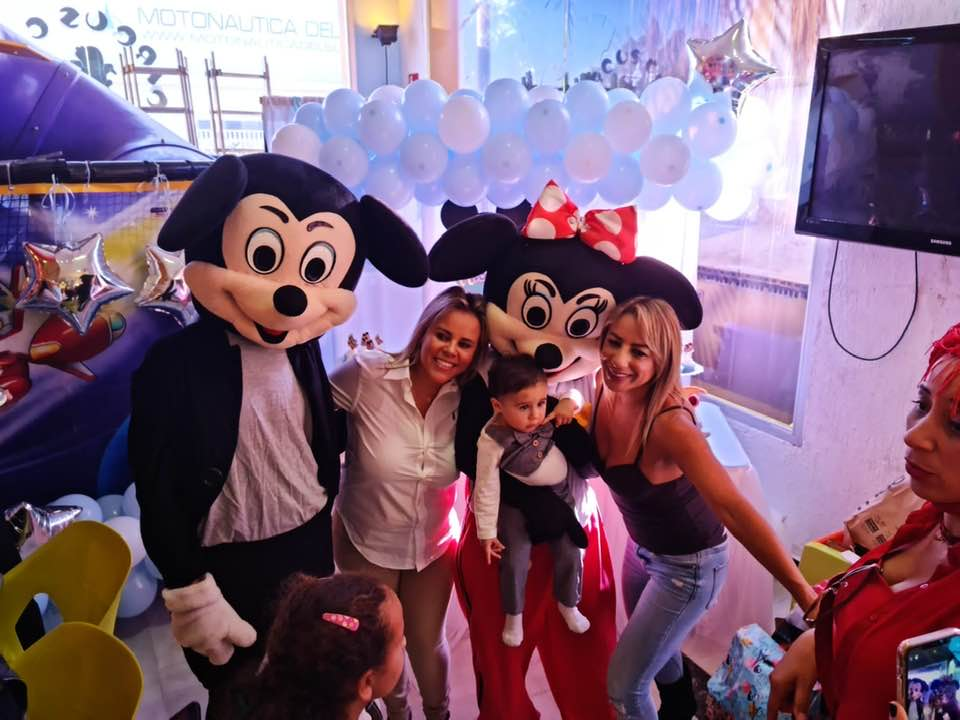 Viviane Alves comemora 1 ano de seu filho Juan na Espanha