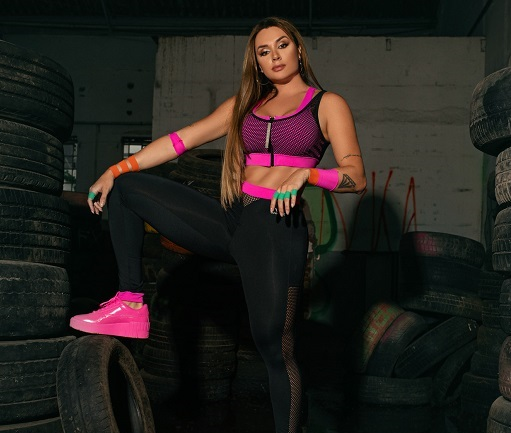 Juju Salimeni assina coleção fitness (08/11)