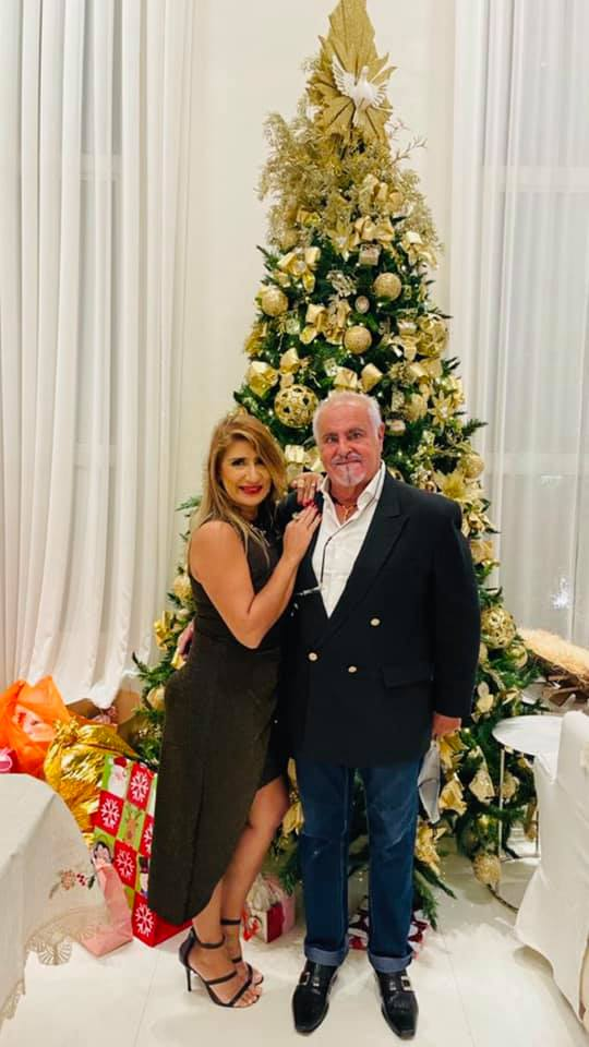 Jo Ribeiro comemorou Natal Petit Comité na residência familiares