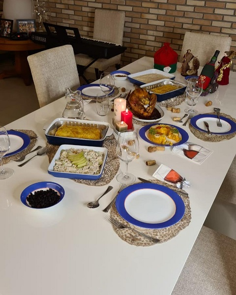 Faa Morena celebra o Natal com ceia antecipada no último domingo  (20/12)