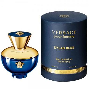 Bella Hadid é o novo rosto da fragrância Dylan Blue, de Versace - 2021