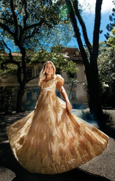 Juju Franco viaja de volta ao século 19 em ensaio luxuoso que tem a série Bridgerton