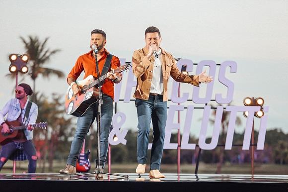 Marcos e Belutti gravam DVD em Campo de Golfe