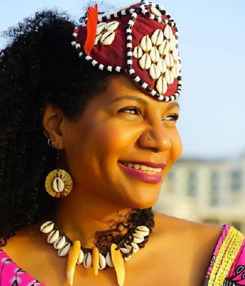 Rainha do Congo conhece a primeira criptomoeda brasileira para a educação e esportes