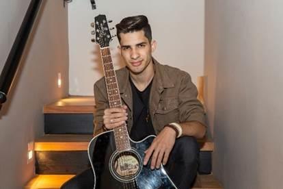 Lucas Ávilla: O sertanejo urbano e sem medo de misturar ritmos