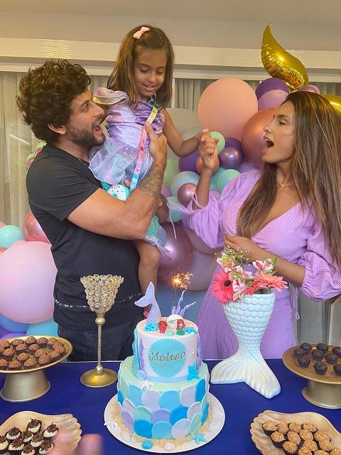 Jesus Luz e Carol Ramiro fazem festa surpresa para a filha