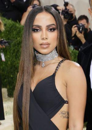 Anitta foi destaque no Met Gala 2021 com maquiagem simples
