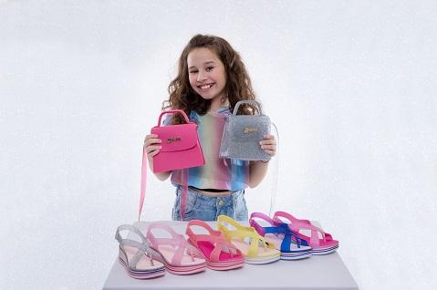 Valentina Pontes lança nova coleção de sandálias e bolsas em parceria com a Kidy