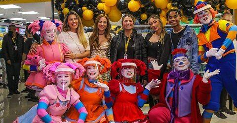 Famosos prestigiam inauguração da ULTRAFARMA na Paulista